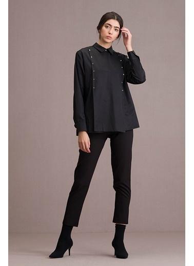 Eda Atalay Piramit Zımba Detaylı Gömlek Siyah